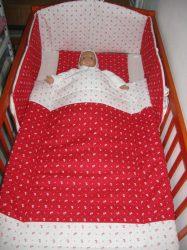 Bébi ágynemű szett 3 részes - Apró virágos (piros - fehér)